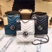 LYN กระเป๋า รุ่นกล่องนม คอลเลคชั่นใหม่ล่าสุด ของแท้outlet💯 (ดำ)